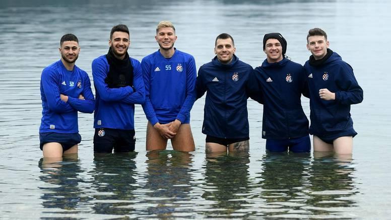 Dinamovci u moru na 12°C! Kulenović hrabar, skočio prvi