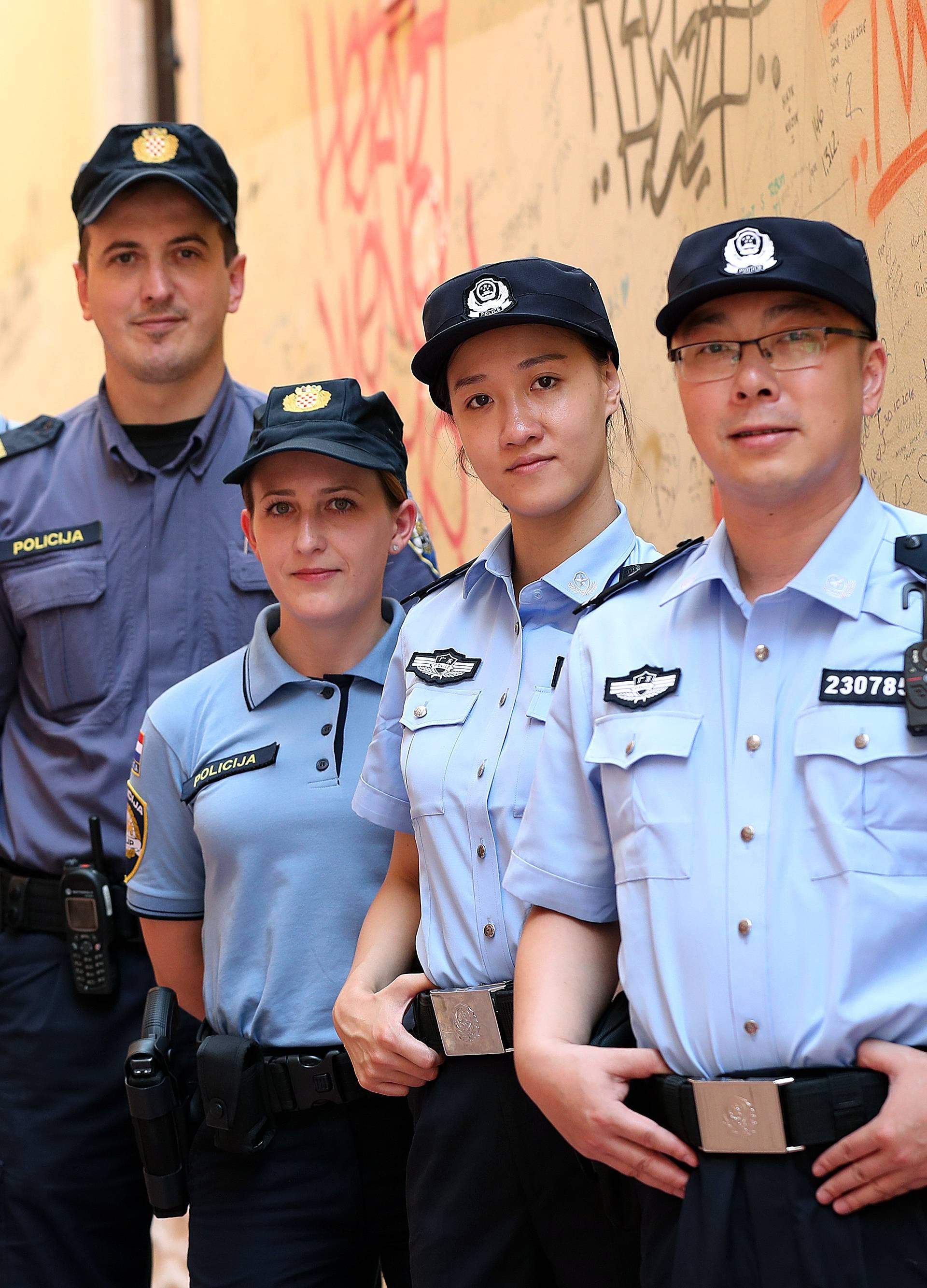 Kineski policajci u Zagrebu: 'Oprostite, može jedan selfie?'