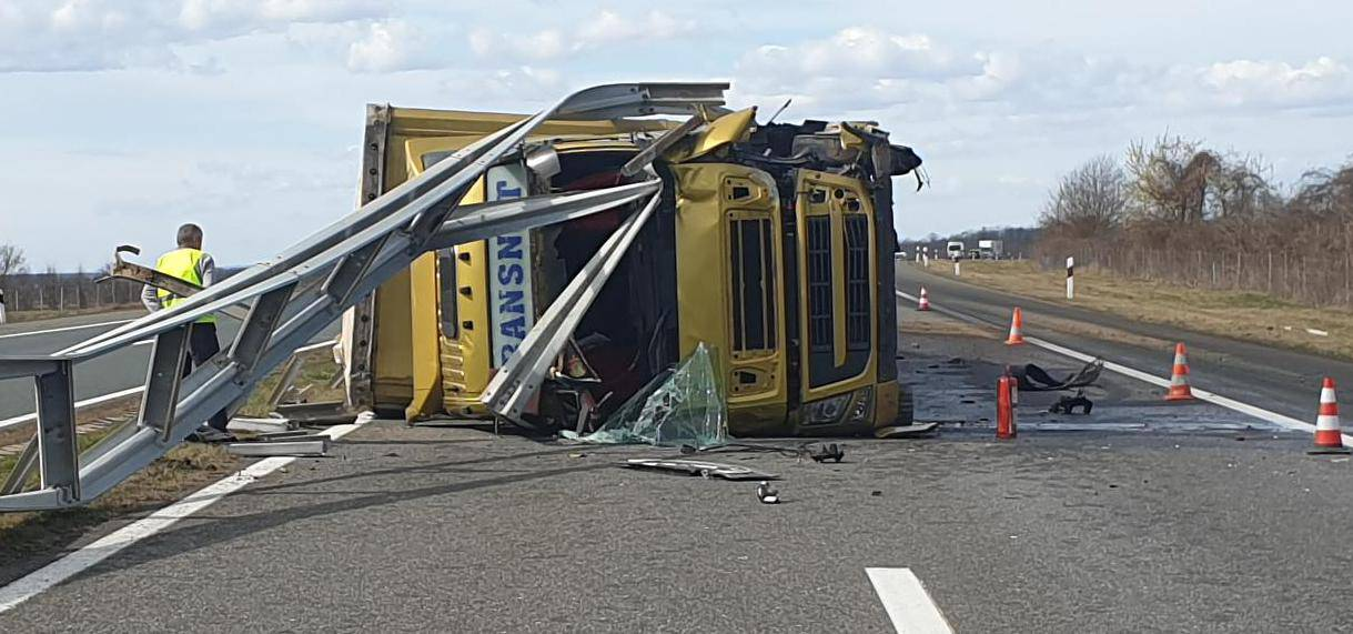 Snimka: Nova nesreća na A3! Ograda probila kabinu vozača