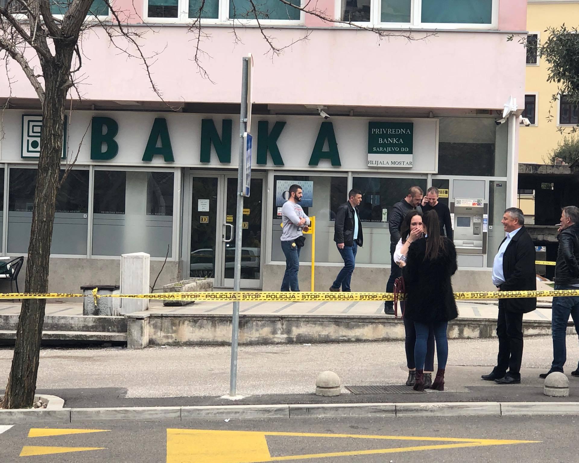 Pljačkaši upali u banku i uzeli taoce: Policija uhitila troje ljudi