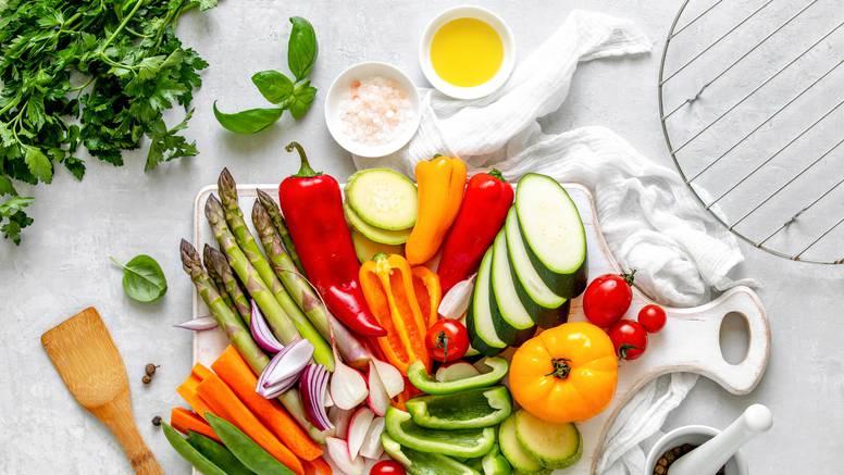Povrće nemojte pripremati na ulju već na juhi po vašem izboru