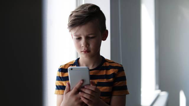 Ovo su najčešći znakovi da je dijete žrtva nasilja na internetu