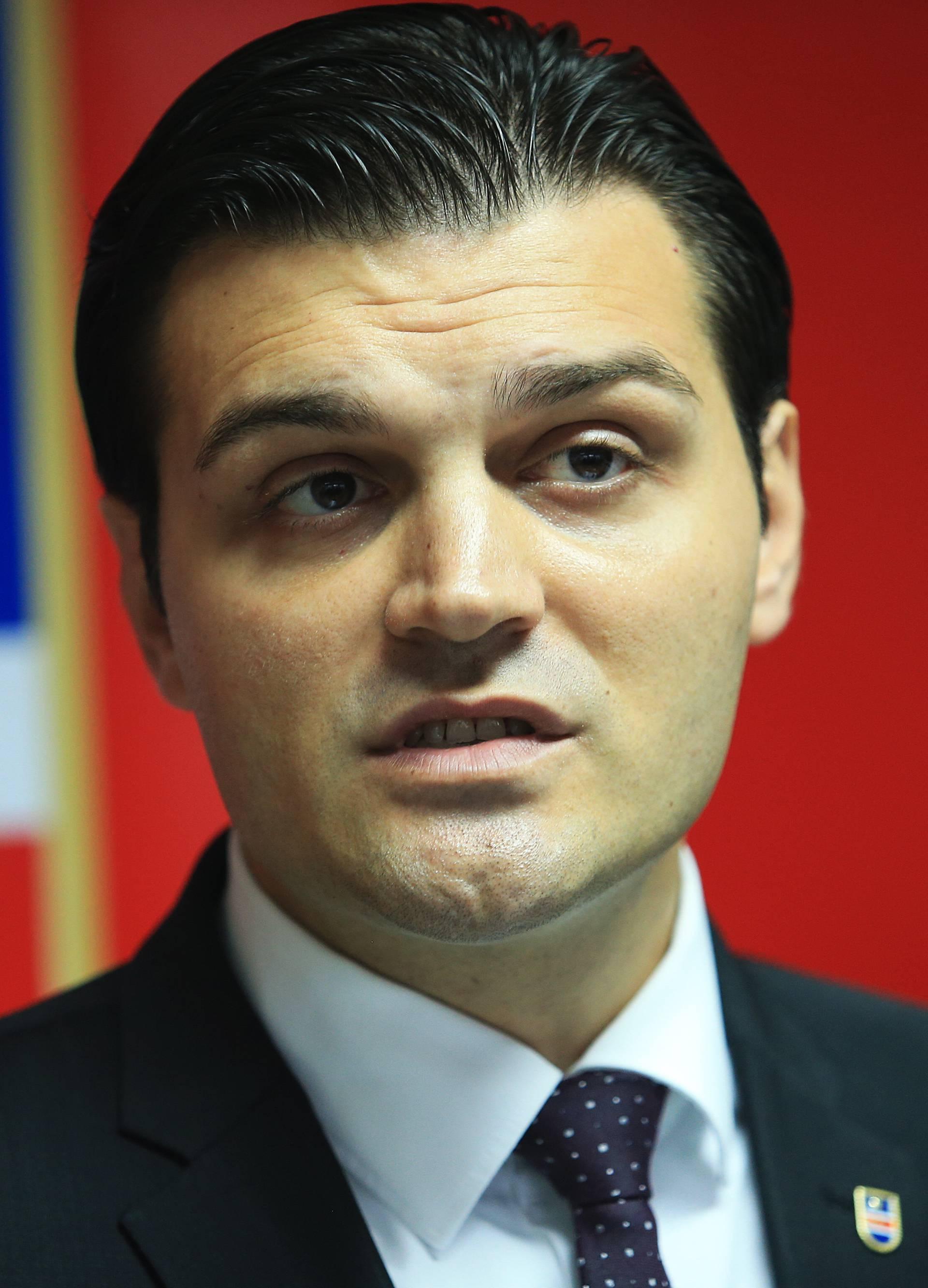 Vulin: Stavio sam svoj mandat čelnika stranke na raspolaganje