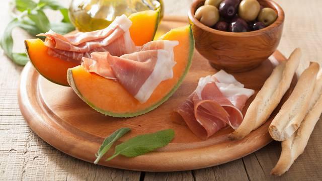 Spojevi zbog kojih boli trbuh: Dinja i pršut, piletina i vrhnje...