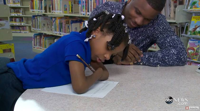 Djevojčica (7) nema obje šake, ali je zato prvakinja u pisanju