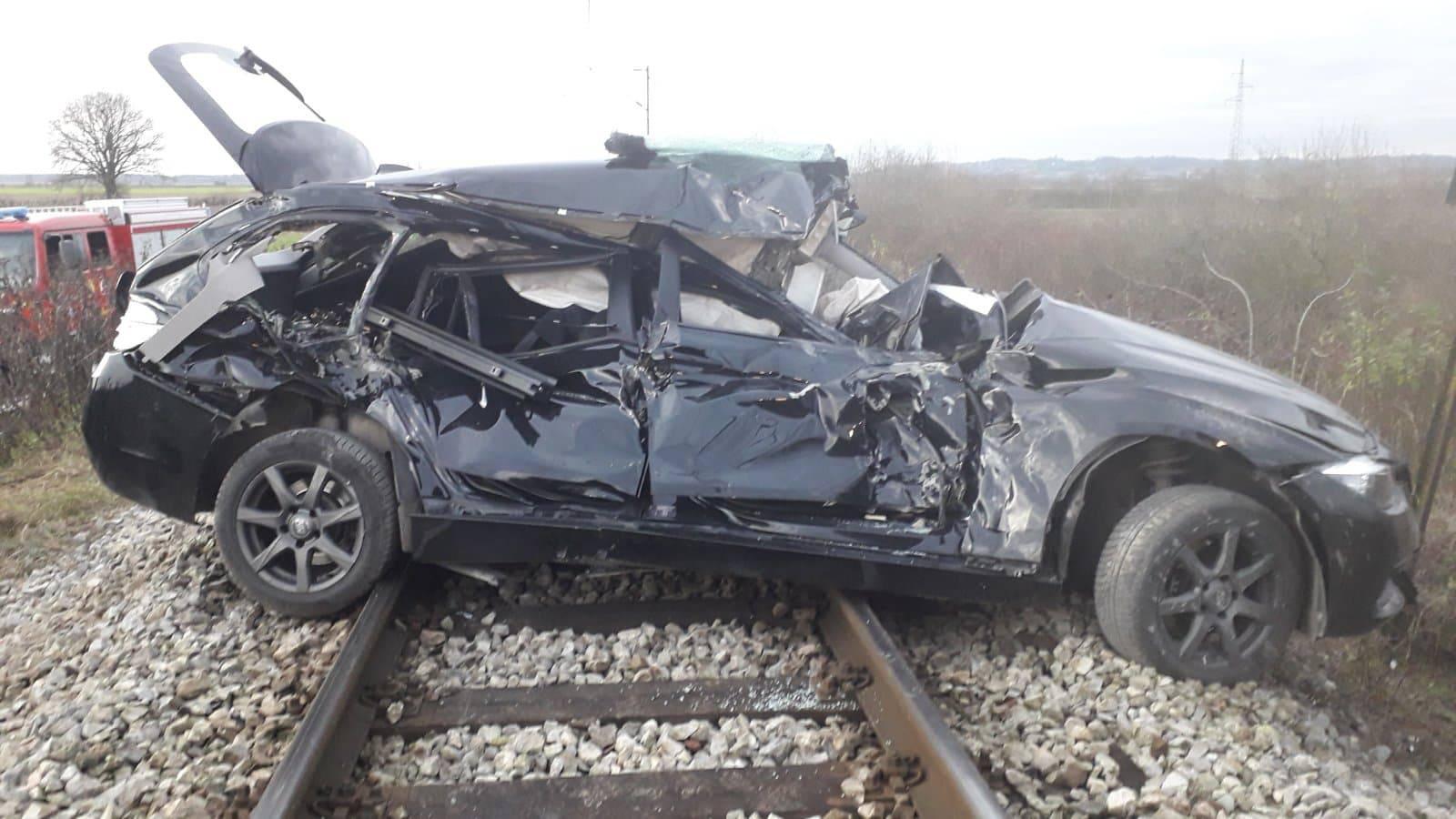Vlak naletio na automobil: 'Svi smo u šoku, on stalno povraća'