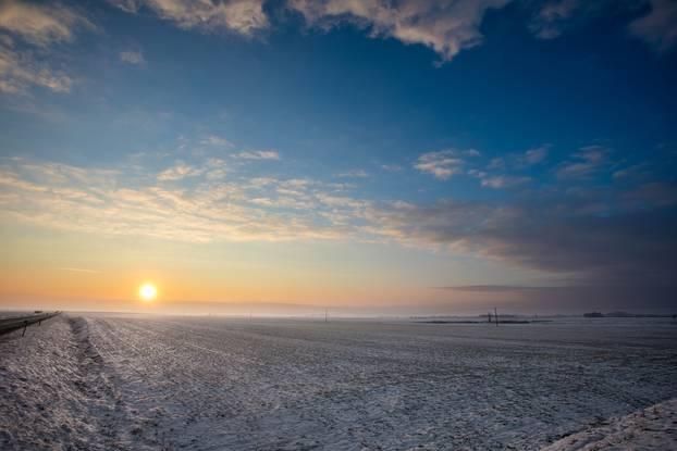 Slavonska ravnica u mrzlo jutro: Predivni prizori snijega i leda