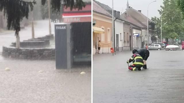 Jako nevrijeme pogodilo Novu Gradišku: 'Voda je do koljena, automobil je zapeo na cesti'