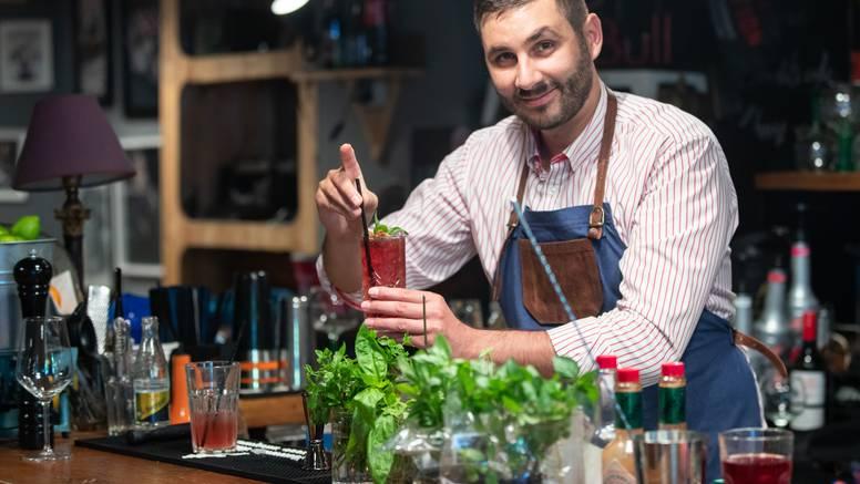 Koktel majstor Marin Nekić smiksao je najukusniji napitak za pravi blagdanski ugođaj