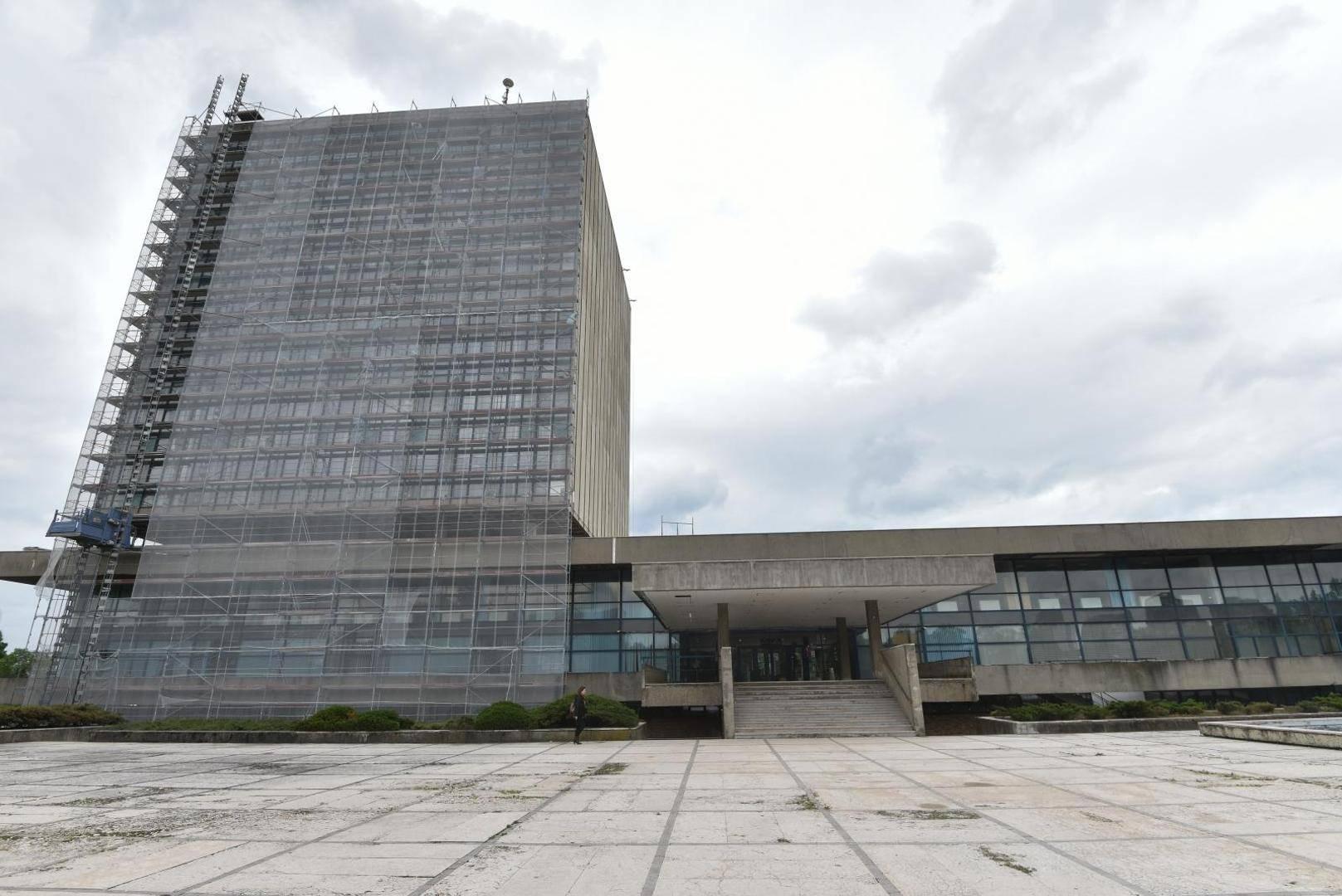 'Kockicu' su okružili skelama: Dobit će novu stolariju i stakla