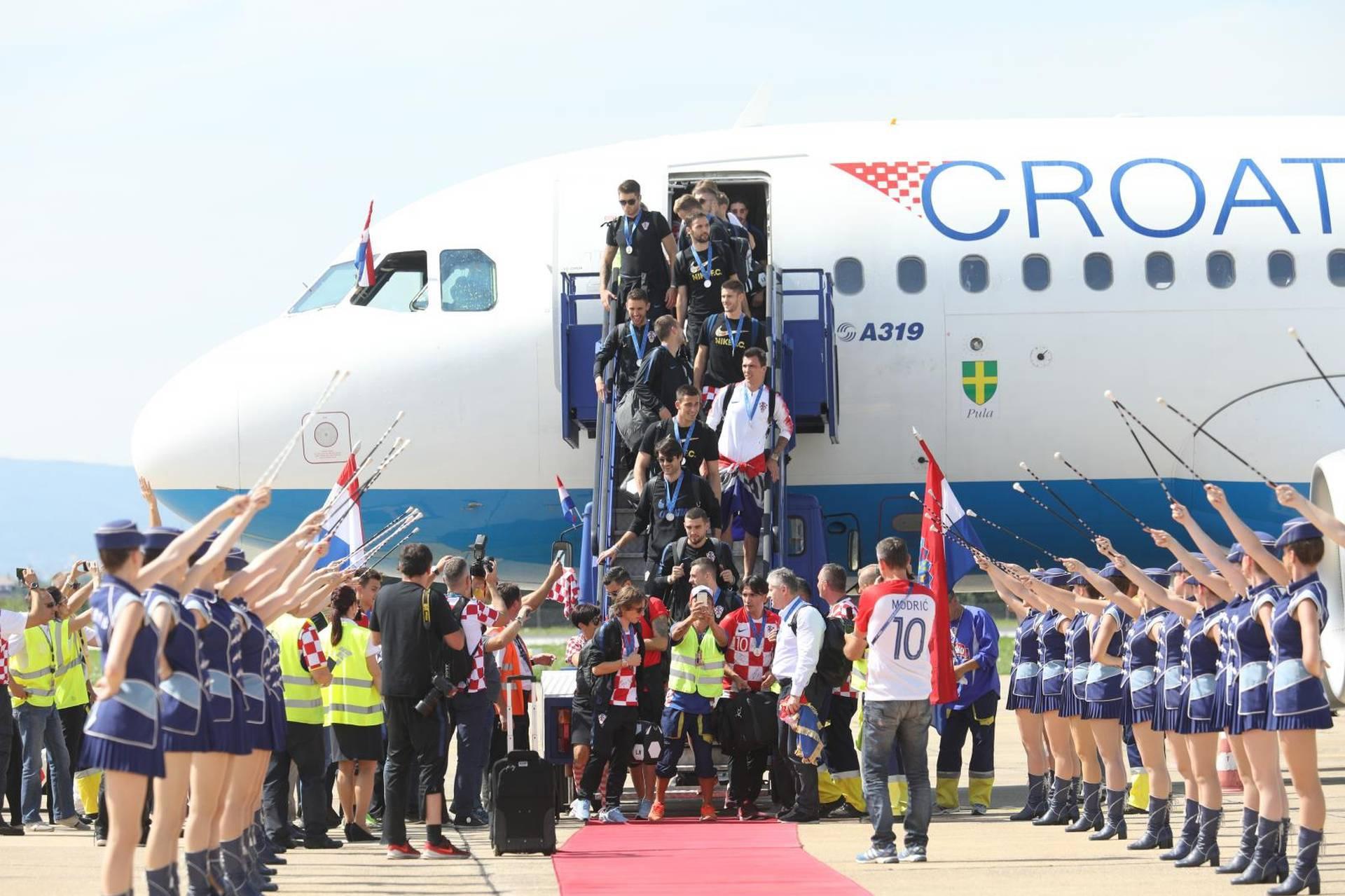 Hrvati su dobili slobodan dan na poslu i 6 sati čekali junake,  a Dalić ih spašavao na autobusu
