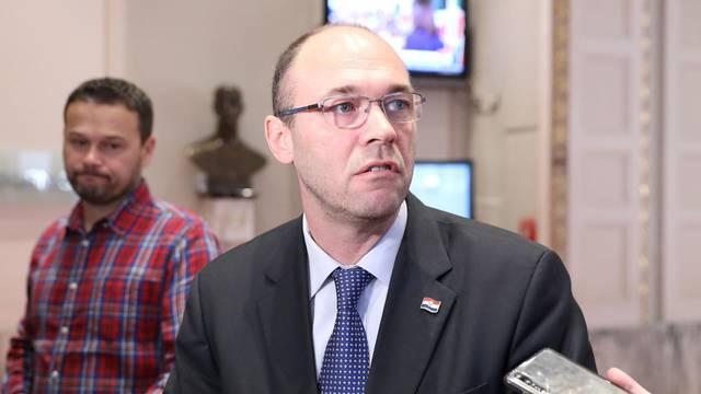 Zagreb: Zastupnik Davor Ivo Stier održao je u Saboru konferenciju za medije