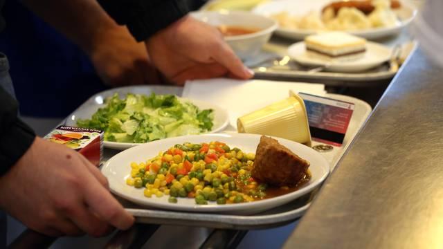 Studenti nisu vegetarijanci, radije jedu u studentskoj menzi i platit će više za zdraviji ručak