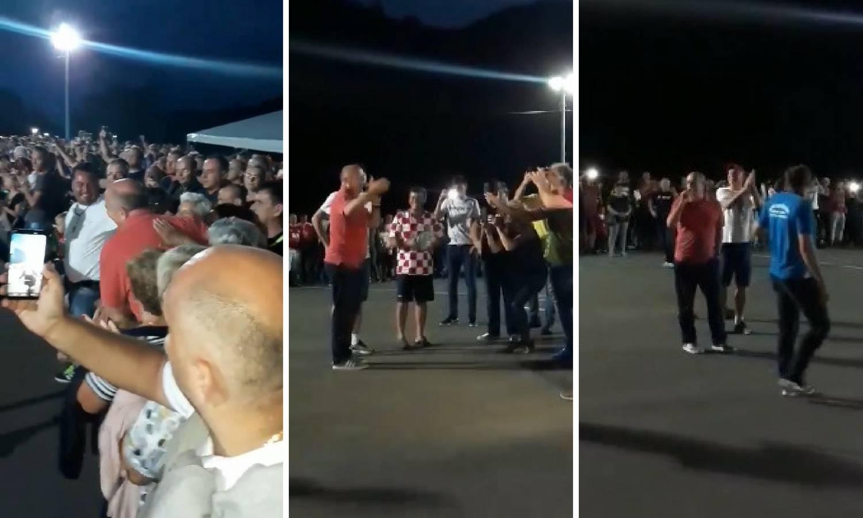 Doček Drage Ćosića u Tesliću: Bacio sve u trans s 'Rakitiiiiić!'