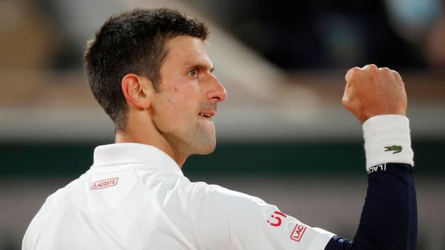 Novak uz izgubljeni set prošao u polufinale, Tsitsipas uvjerljiv