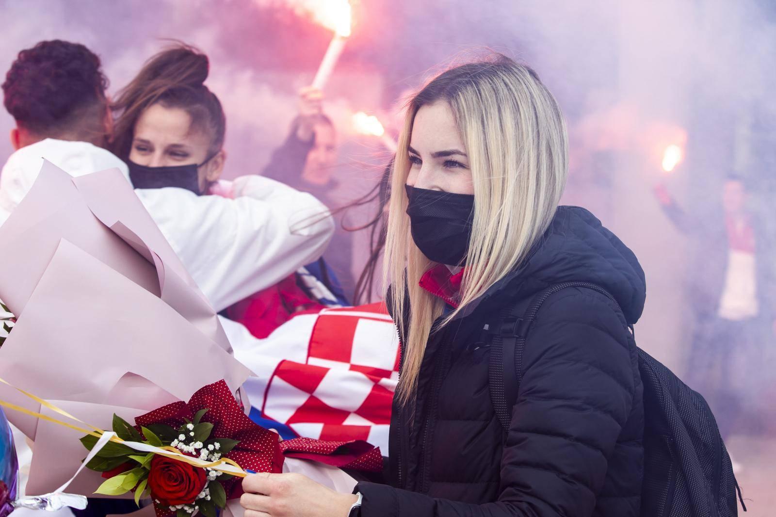 Kastel Stafilic: Organiziran docek za Mateu Jelic, Brunu Vuletic i Lenu Stojkovic