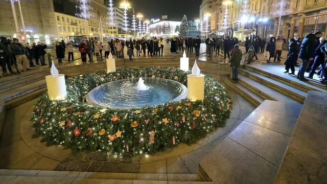 Advent u Zagrebu počeo paljenjem prve svijeće na Manduševcu