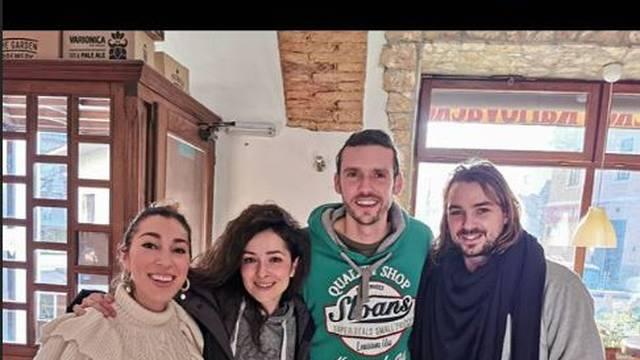 Zrinka bez šminke u Karlovcu: Pozirala u zagrljaju svog Nike