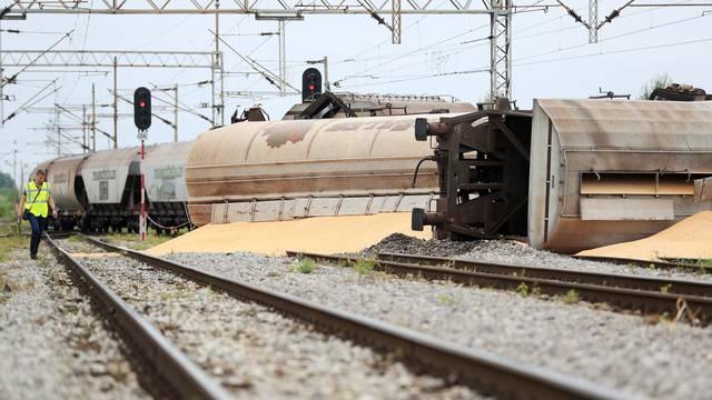 Dugo Selo: Prevrnuo se teretni vlak - obustavljen željeznički promet