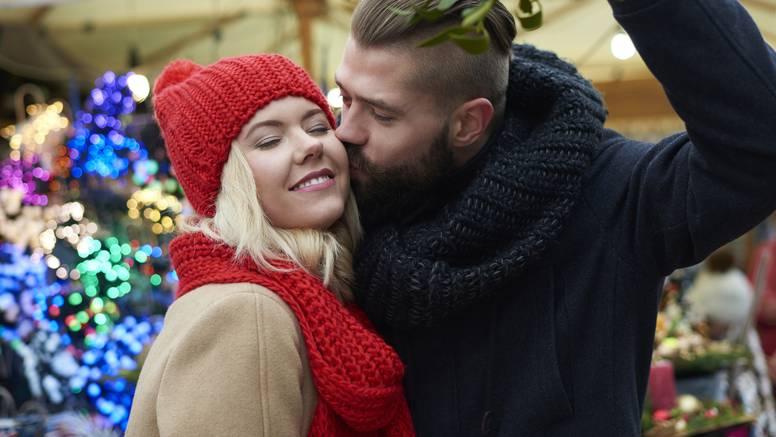 Sretni poljubac ispod imele je zapravo potekao iz krvave priče