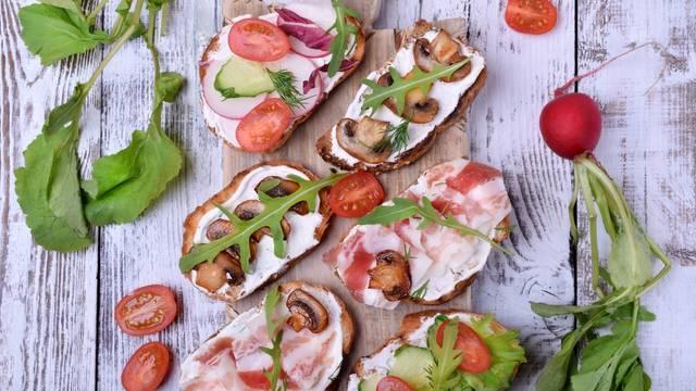 Kruh sam po sebi ne deblja, ali bitno je ono što jedete uz njega