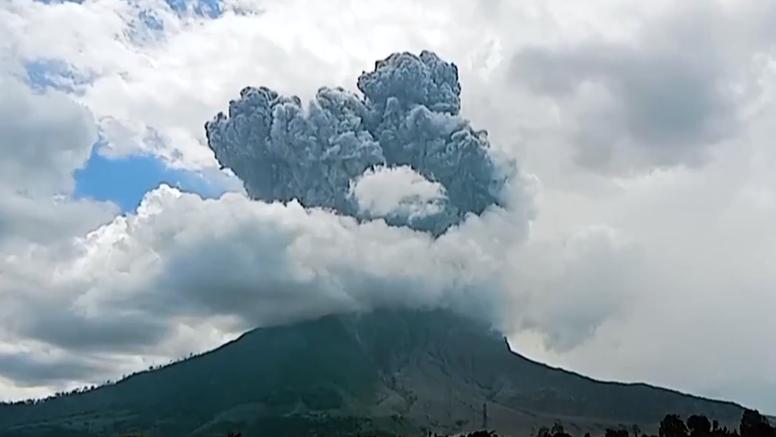 Erupcija vulkana izazvala šumski požar u Indoneziji