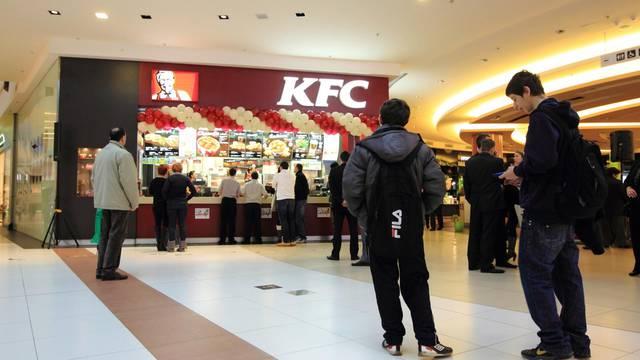 Smatraju da je neprikladan u vrijeme korone: KFC privremeno povlači slogan 'za prste polizati'