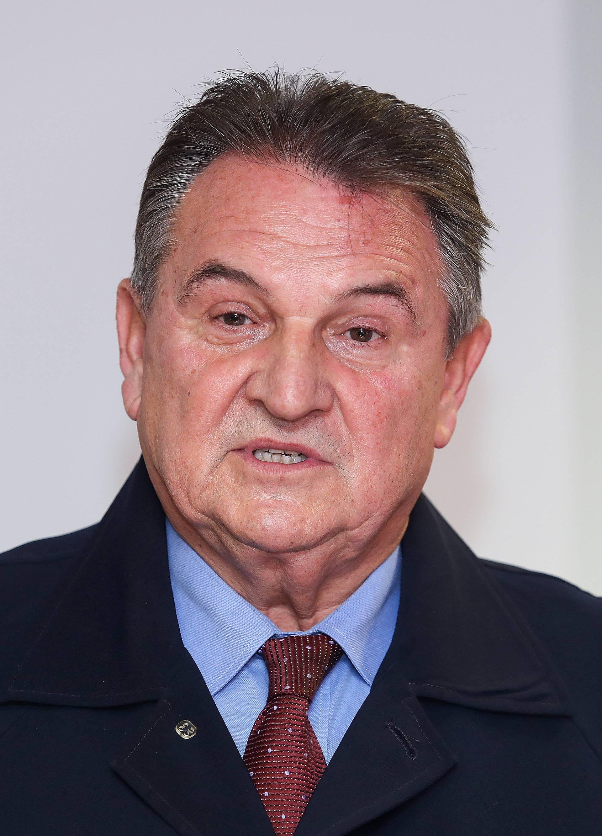 Zagreb: Radimir Čačić uručio prikupljene potpise podrške kandidaturi Zorana Milanovića