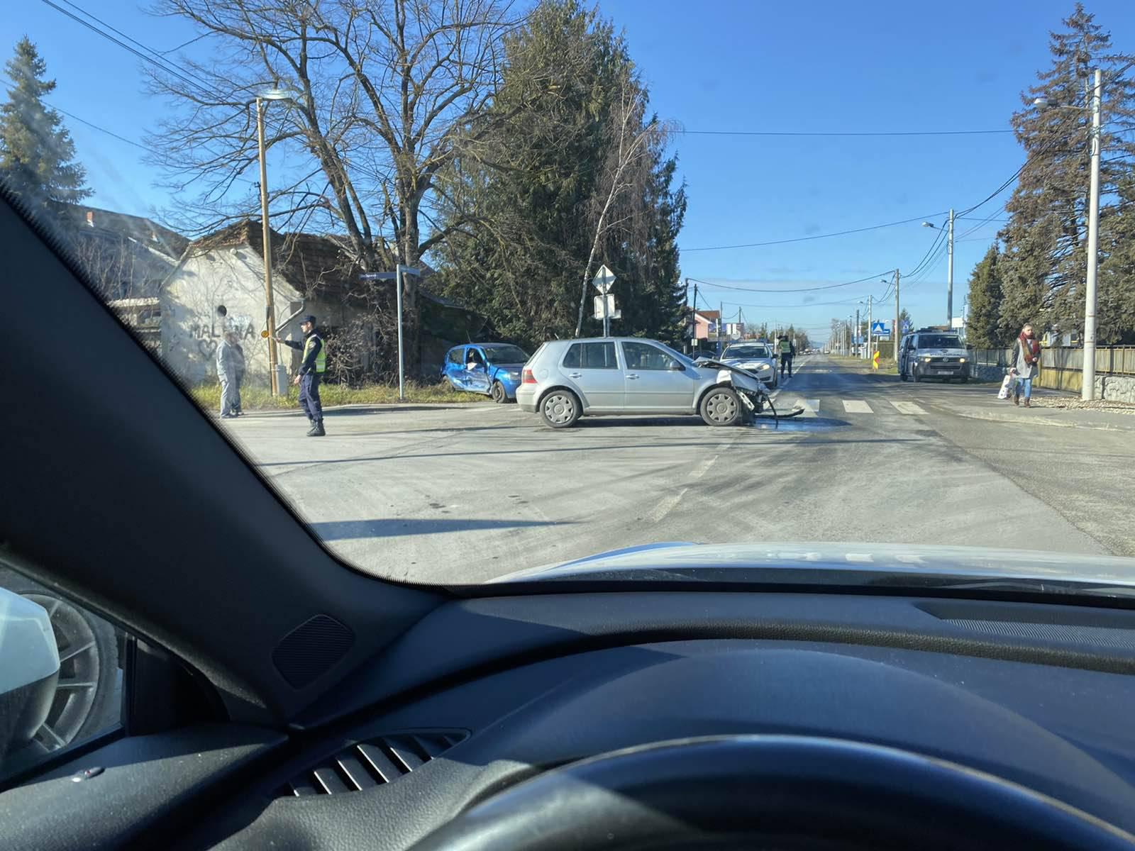Teška nesreća u Zagrebu: Ima ozlijeđenih u sudaru dva auta