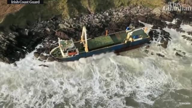 Plutao godinama: Oluja Dennis na obalu donijela 'brod duhova'
