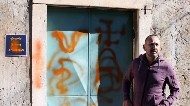 Zekanoviću nacrtali svastike na kući: 'Majci mi je pozlilo...'