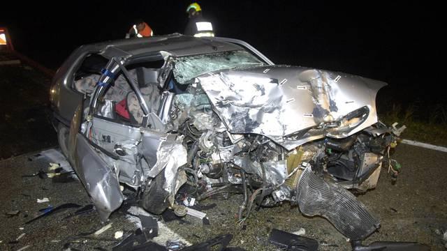 Udarili u stijenu, auta 'nema':  Putnik poginuo, vozač u bolnici