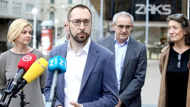 Zagreb: Na glavnom Trgu koalicija Možemo obratila se medijima i prikupljala potpise