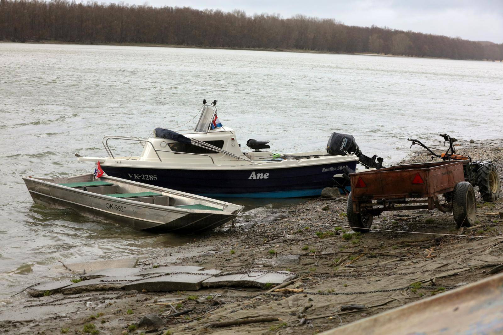 Sinoć u Aljmašu u čamcu pronađena tijela dva ribiča