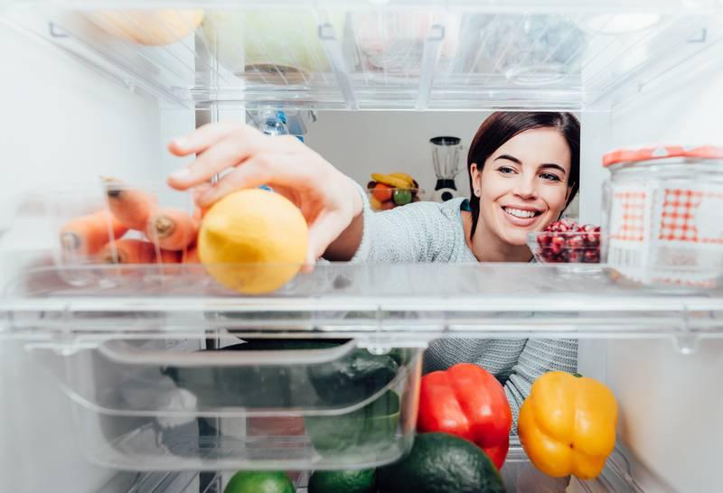 8 najčešćih grešaka u slaganju namirnica u hladnjaku: Držite li sve voće i povrće na dnu skupa?