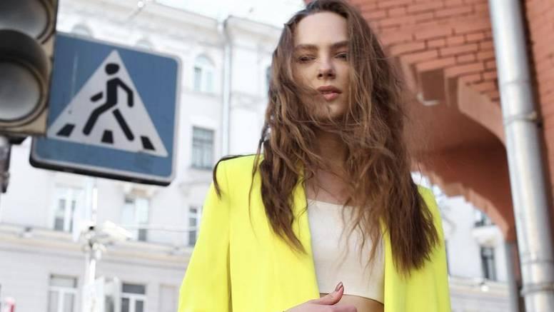 Neon žuto odijelo s bermudama