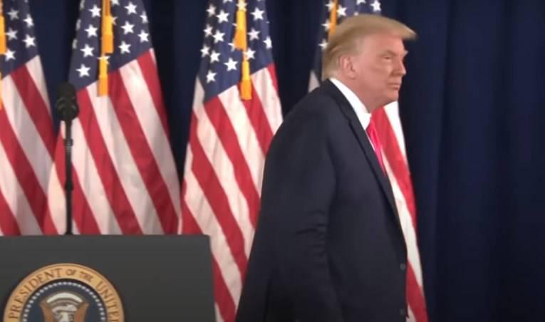 Kidam na lijevo! Trump zbrisao  s presice nakon pitanja na koje nije imao (istinit) odgovor...