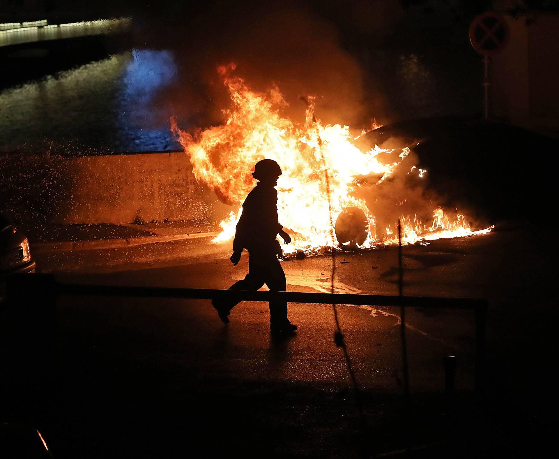 Buktinja kod zadarskih zidina: U noći izgorio luksuzni BMW