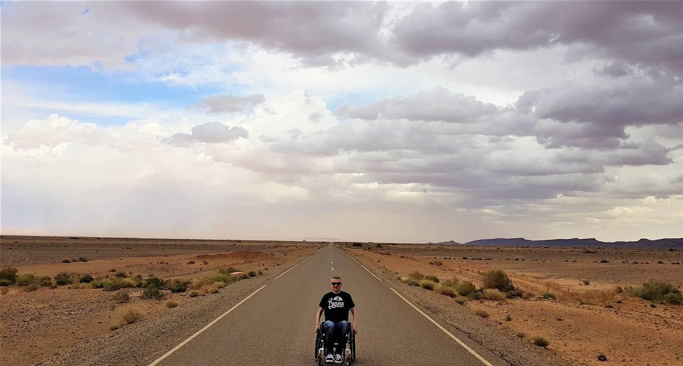 Iako sam paraliziran, putujem svuda, živim za more i pustinju