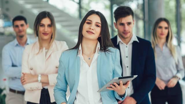 Usavršite poslovni govor tijela: Uspravite držanje i nasmijte se
