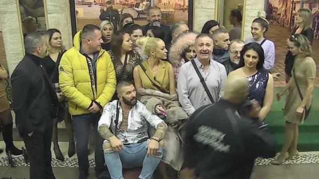 Natjecatelji 'Parova' razvalili vrata i htjeli napasti produkciju