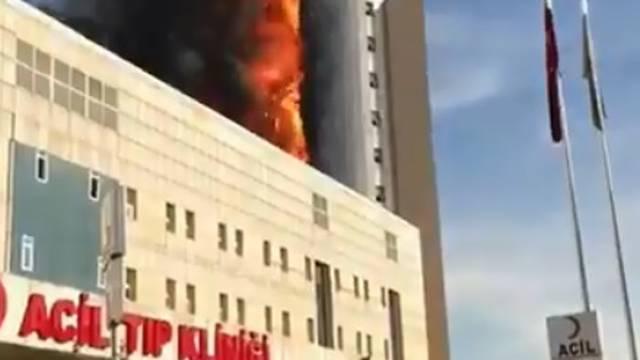 Buktinja zahvatila više katova bolnice: 'Čuju se detonacije...'
