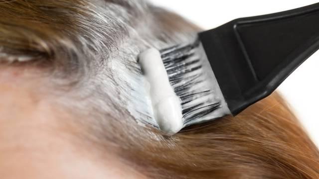 Evo gdje mnogi ljudi najčešće griješe kod bojanja sijede kose