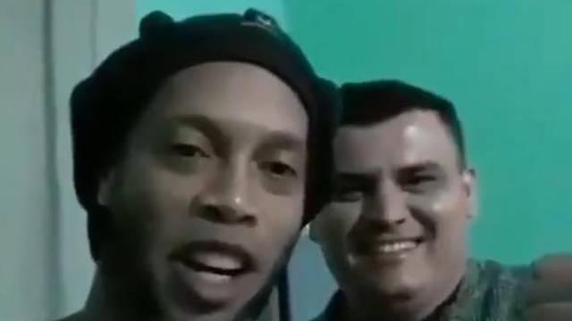Ronaldinho je objavio poruku iz zatvora: Opet ćemo zaigrati...