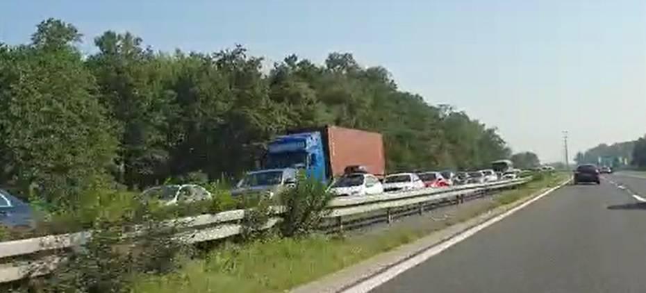 Video: Sudar za sudarom na A1, kod Karlovca se vozi u koloni...