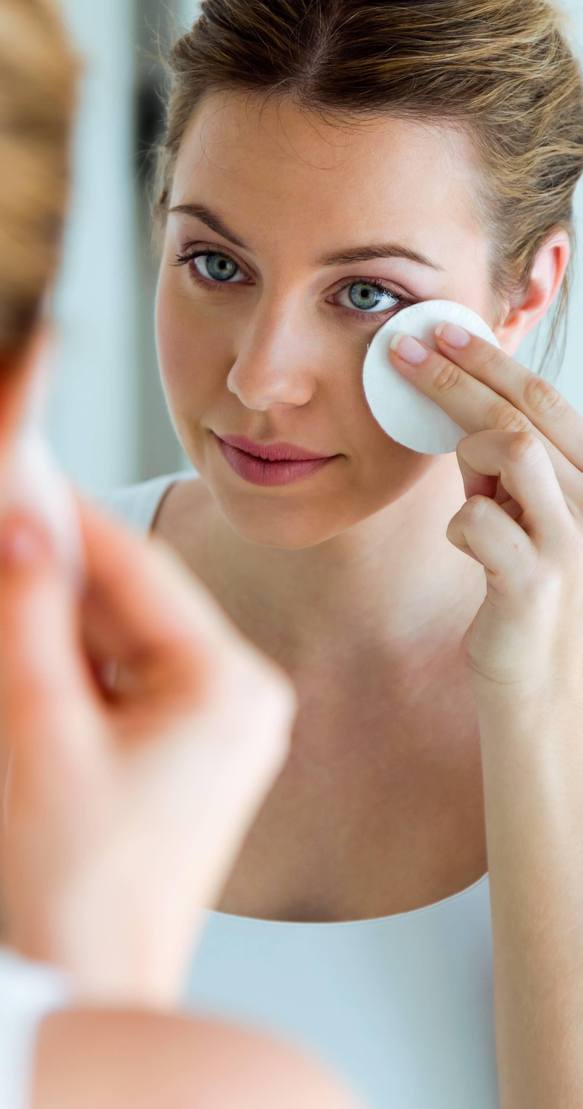 Večernje čišćenje kože osnovni je preduvjet za kožu bez akni