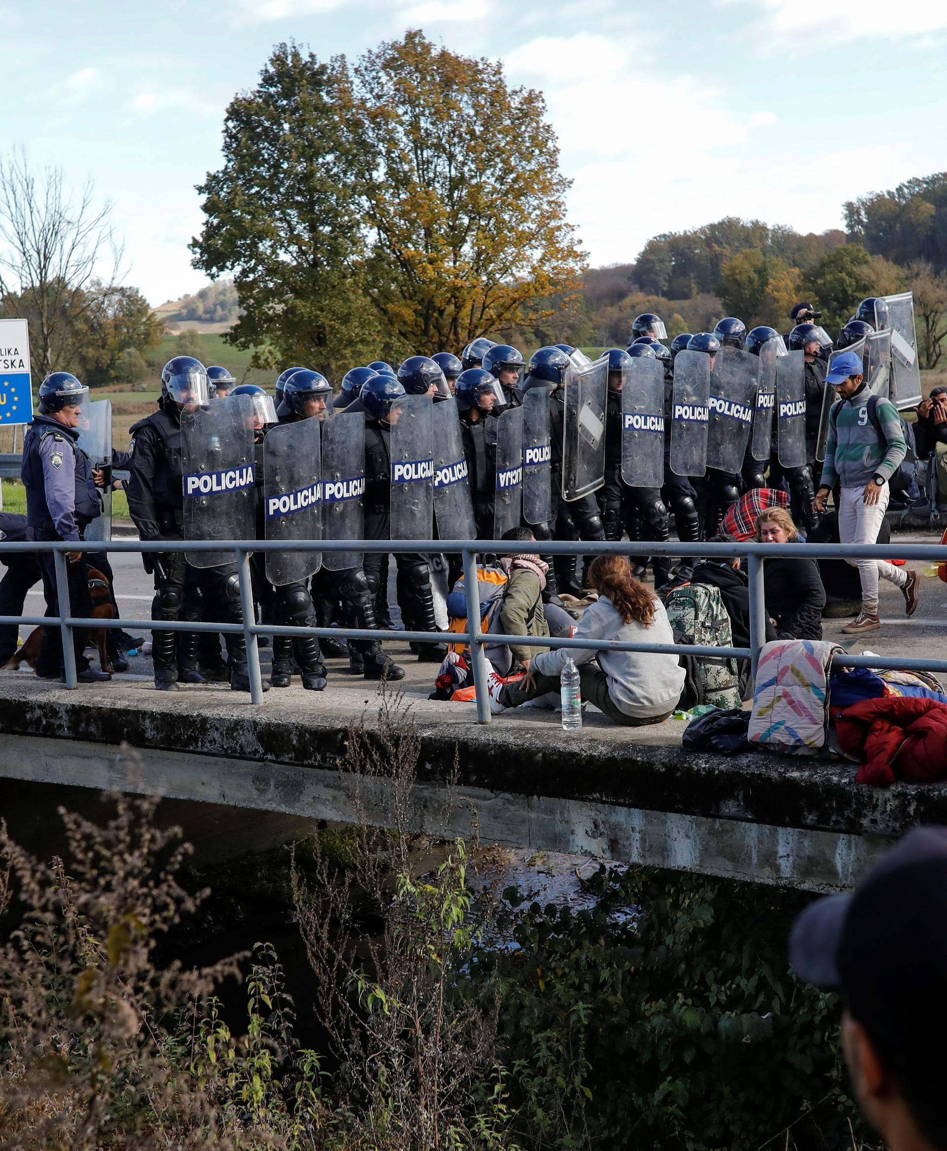 Migrants at the Maljevac border crossing between Bosnia and Croatia