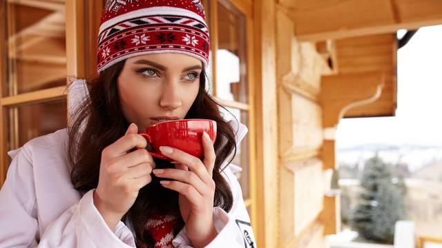 Top čajevi protiv prehlade: Bazga, kadulja, metvica, šipak
