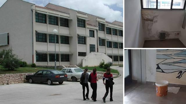 Škola u Imotskom curi, a uložili 7 mil. kn u energetsku obnovu