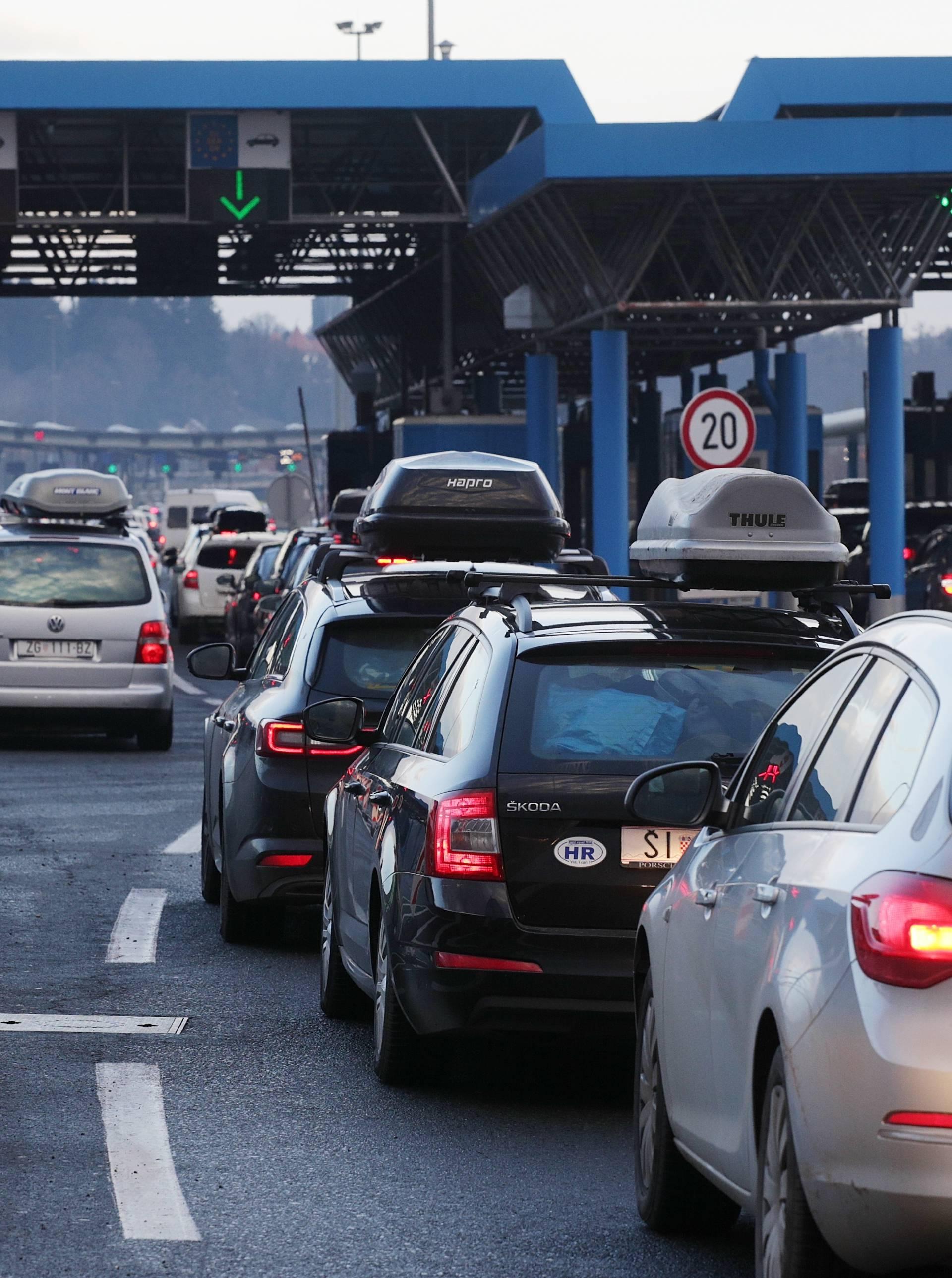 Dvoje kineza u prtljažniku ilegalno pokušali prijeći granicu
